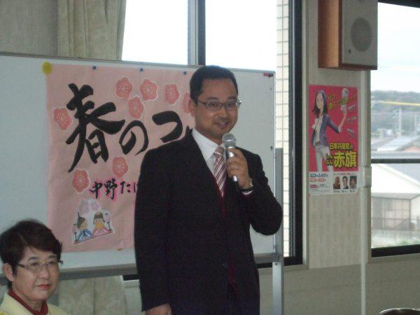 津市女性後援会で講演する中野たけし