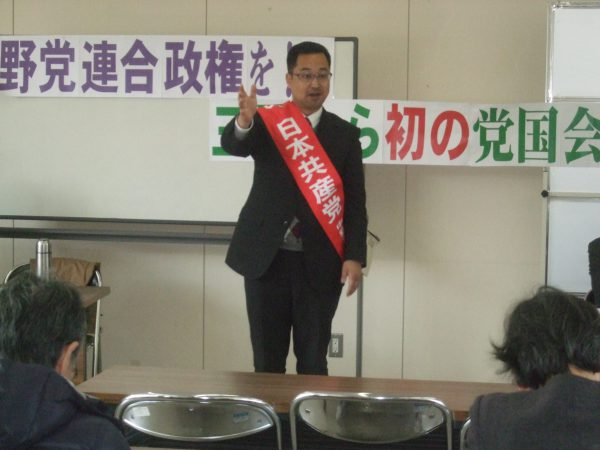三重県南部地区キャラバン宣伝の出発式で挨拶する中野たけし