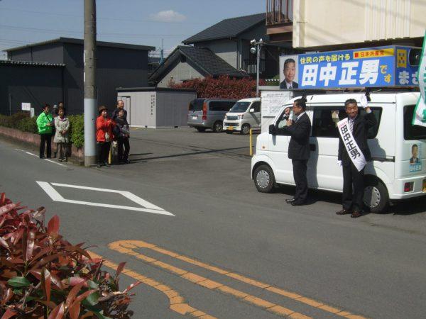 伊豆の国市で候補者と演説する中野たけし