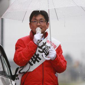 雨の中のわずか5分の訴え。街頭演説は一期一会。