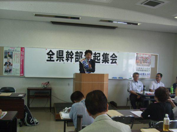 都議選で初当選し、三重県の数階であいさつする原田あきら都議