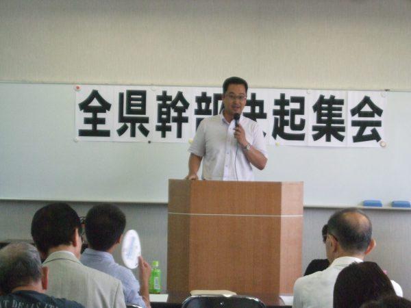 三重県内の集会であいさつする中野たけし