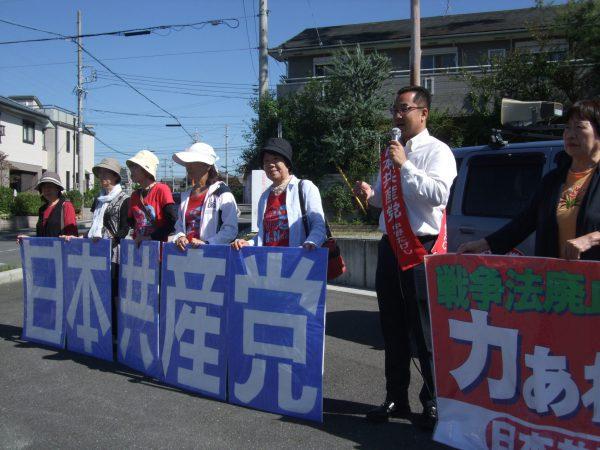 三重県津市で女性後援会の皆さんと一緒に宣伝する中野たけし