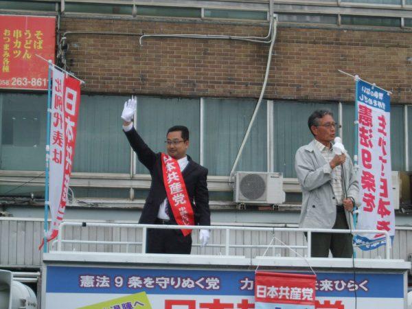 岐阜市内で労働者後援会の応援を得て訴える中野たけし