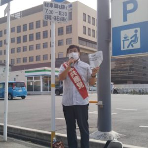 朝の駅頭宣伝。競馬場前駅で。